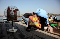 Shipping the fan. (Srinagar, Kashmir)